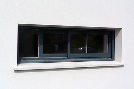 Fenêtre coulissante vue de l'extérieur
